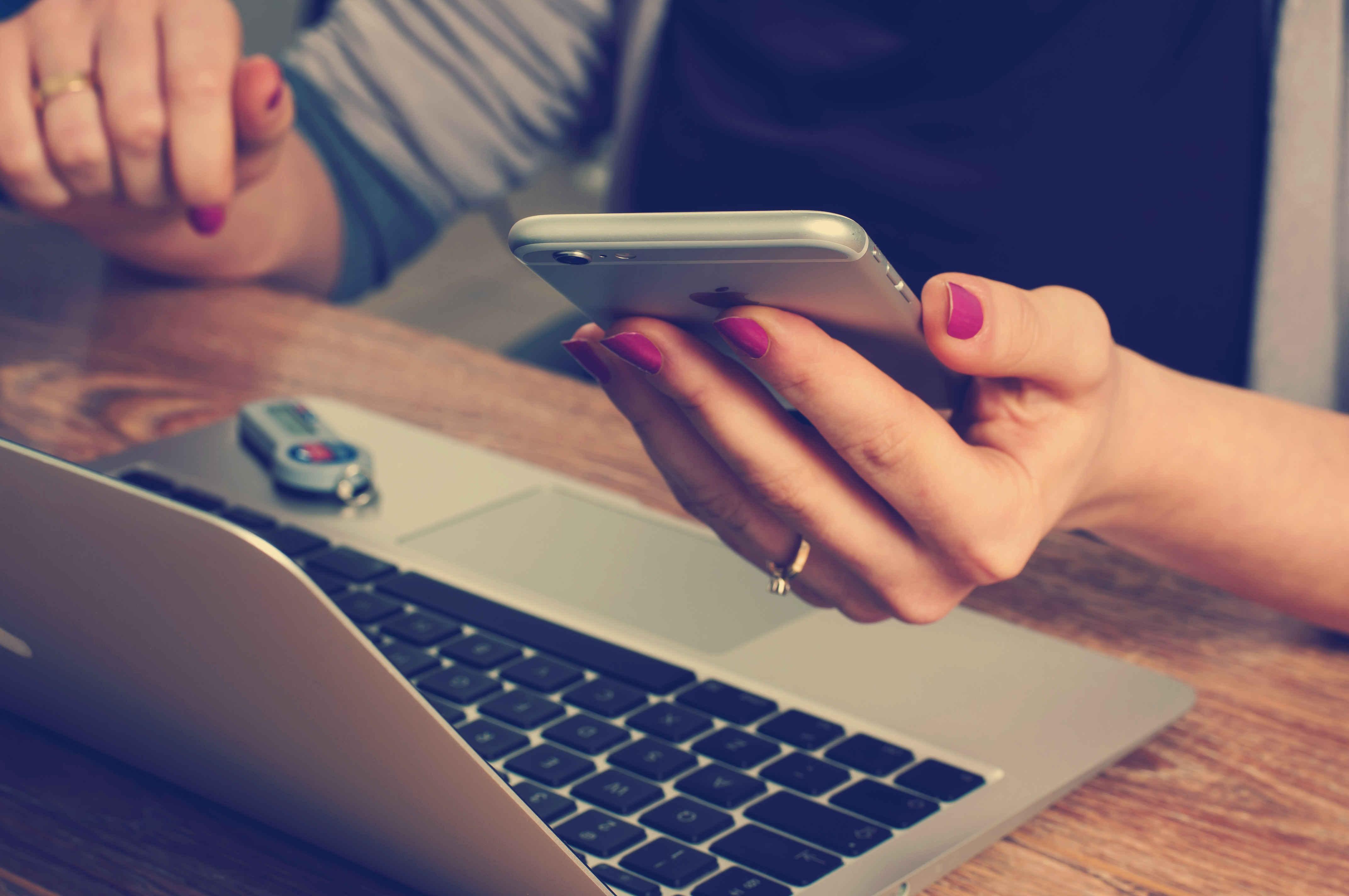۷ دلیل برای انجام آنلاین تحقیقات بازار، نظرسنجی مشتری و ارزیابی عملکرد کارکنان