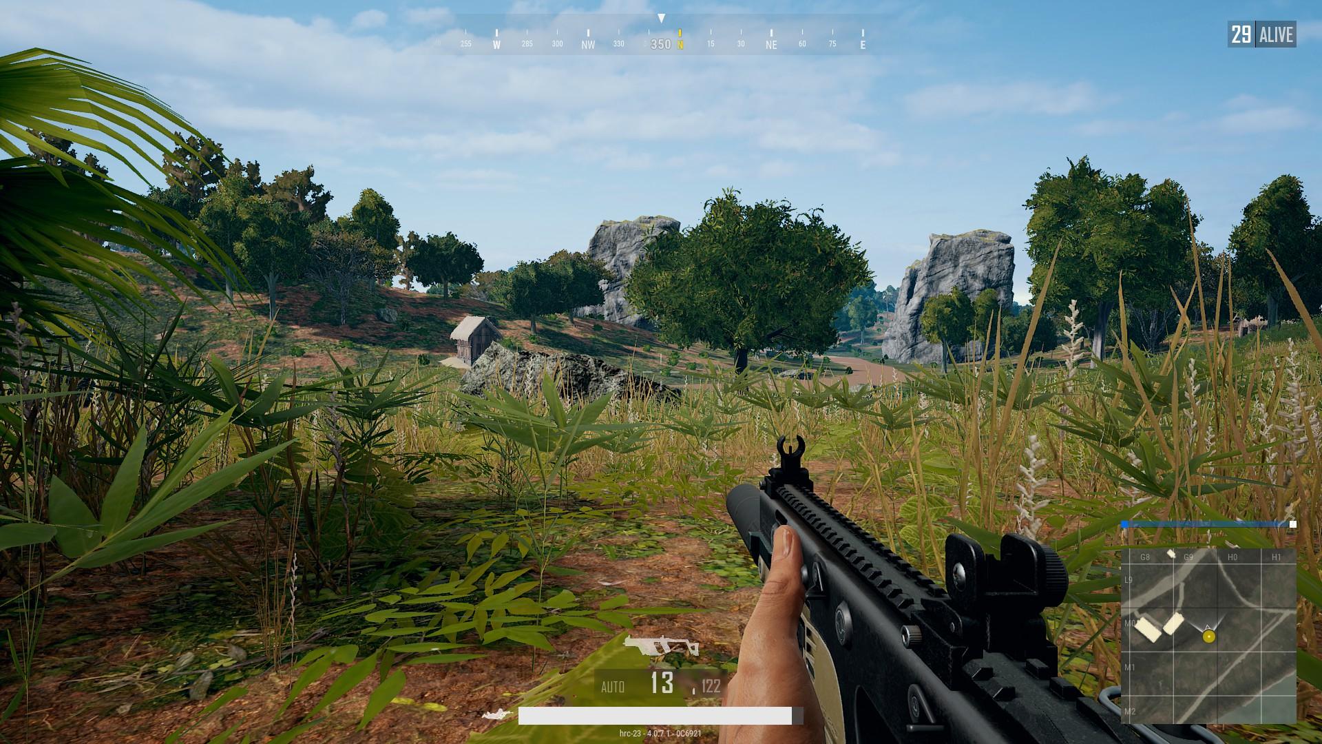 سلاح ها و ابزارهای جنگی رو در طول بازی باید پیدا کنید و خب مهمه که بدونید میخواید چیکار کنید. چون کوله پشتی شما ظرفیت مشخصی داره و همچنین خودتون بیشتر از ۲ تا اسلحه سنگین نمیتونین بردارین !