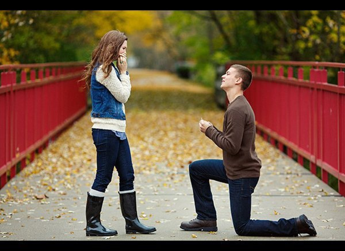 - میخوام خوشبختتون کنم بانو ! + دروغ میگی. چرا فکر میکنی میتونی منو خوشبخت کنی؟ - نمیدونم فقط فکر میکنم که میتونم ! + من نمیتونم روی فکر کردنای تو زندگیمو بسازم !