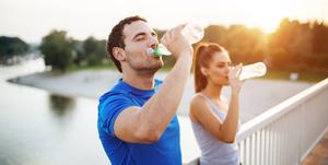 نوشیدن آب چگونه سبب لاغری و تناسب اندام می شود؟