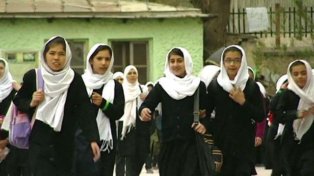 لباس رسمی مدارس دخترانه افغانستان