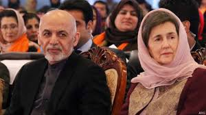 محمد اشرف غنی احمد زی در کنار همسرش