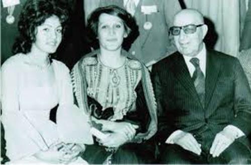 داوود خان.در کنار دختر و همسرش سال 51 شمسی در کابل