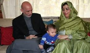 حامد کرزی در کنار همسر و فرزندش