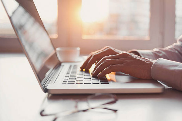 چگونه به یک بلاگر موفق با درآمد بالا تبدیل شویم؟