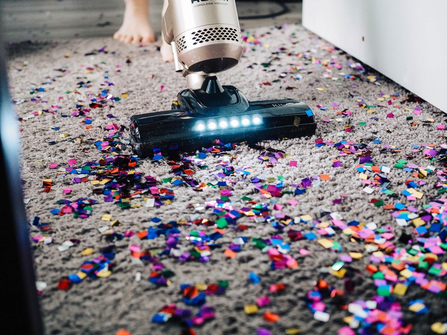 چطور کارگر نظافت منزل انتخاب کنیم؟