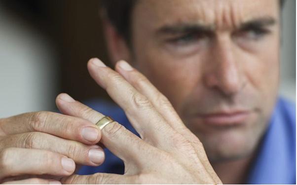 طلاق از ناحیه زوج (مرد) چگونه انجام می پذیرد