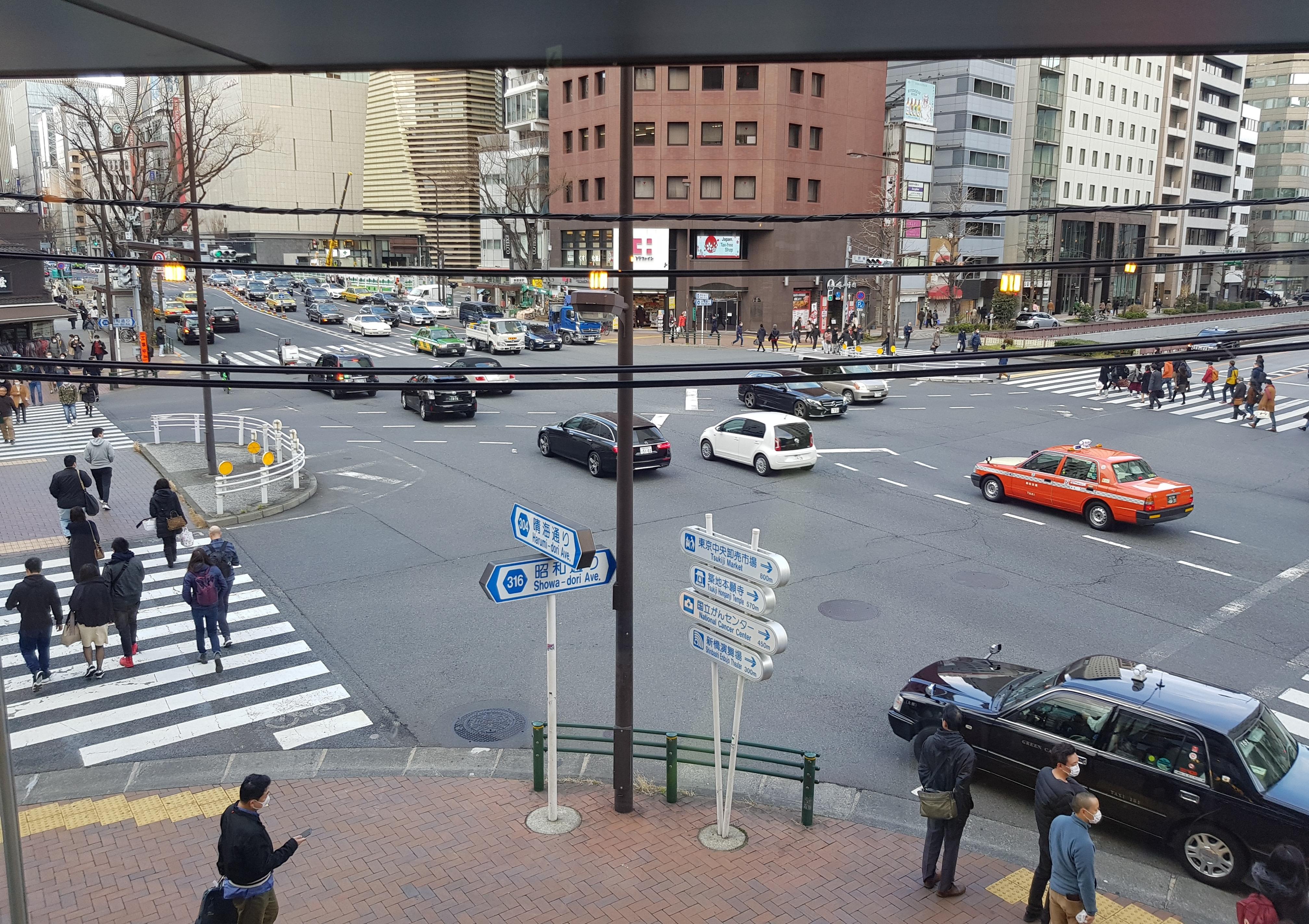 نمایی از محله گینزا از طبقه بالای یک کافه
