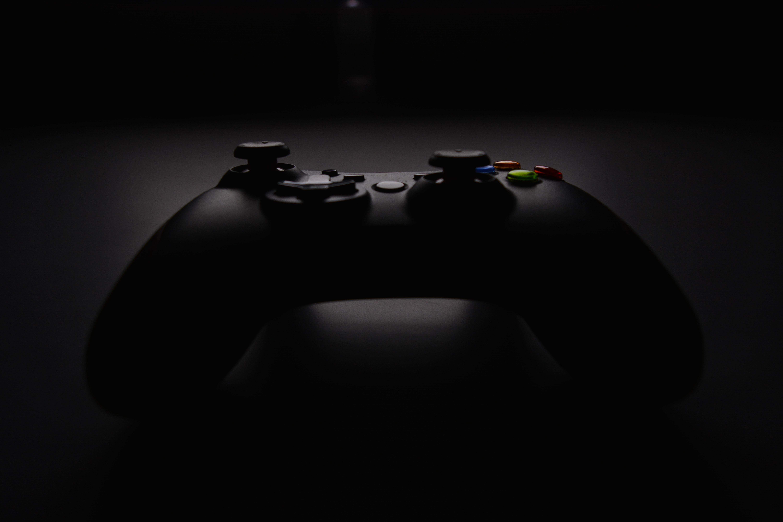 نظرسنجی:Xbox One X یا PS4؟