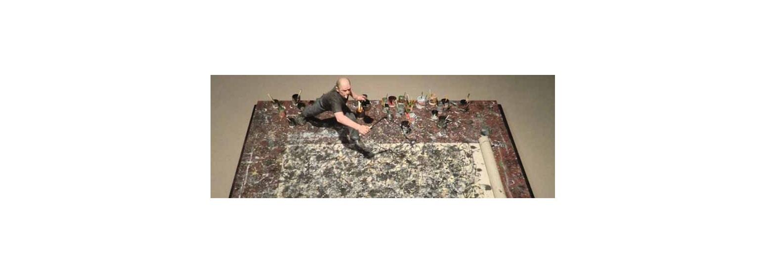 جکسون پولاک را می بینید که مثلاً دارد یک اثر هنری خلق می کند!