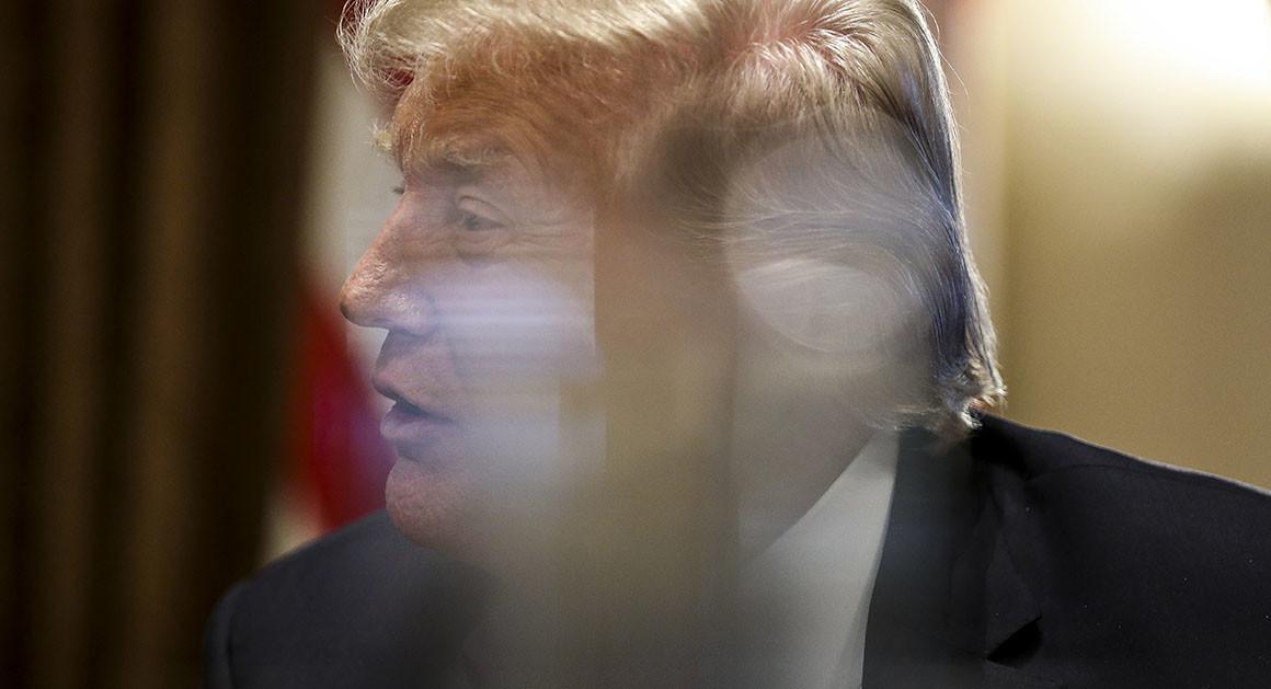ترامپ چطور از بحرانهای پیاپی عبور میکند