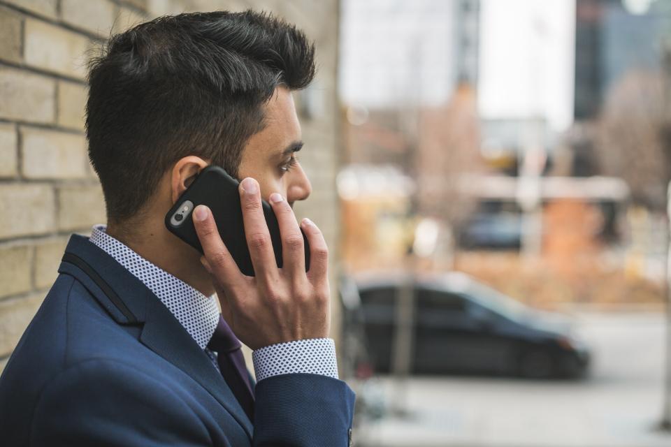 چه کسی واقعا پشت تلفن است؟ همسرم یا دستیار شخصی همسرم؟