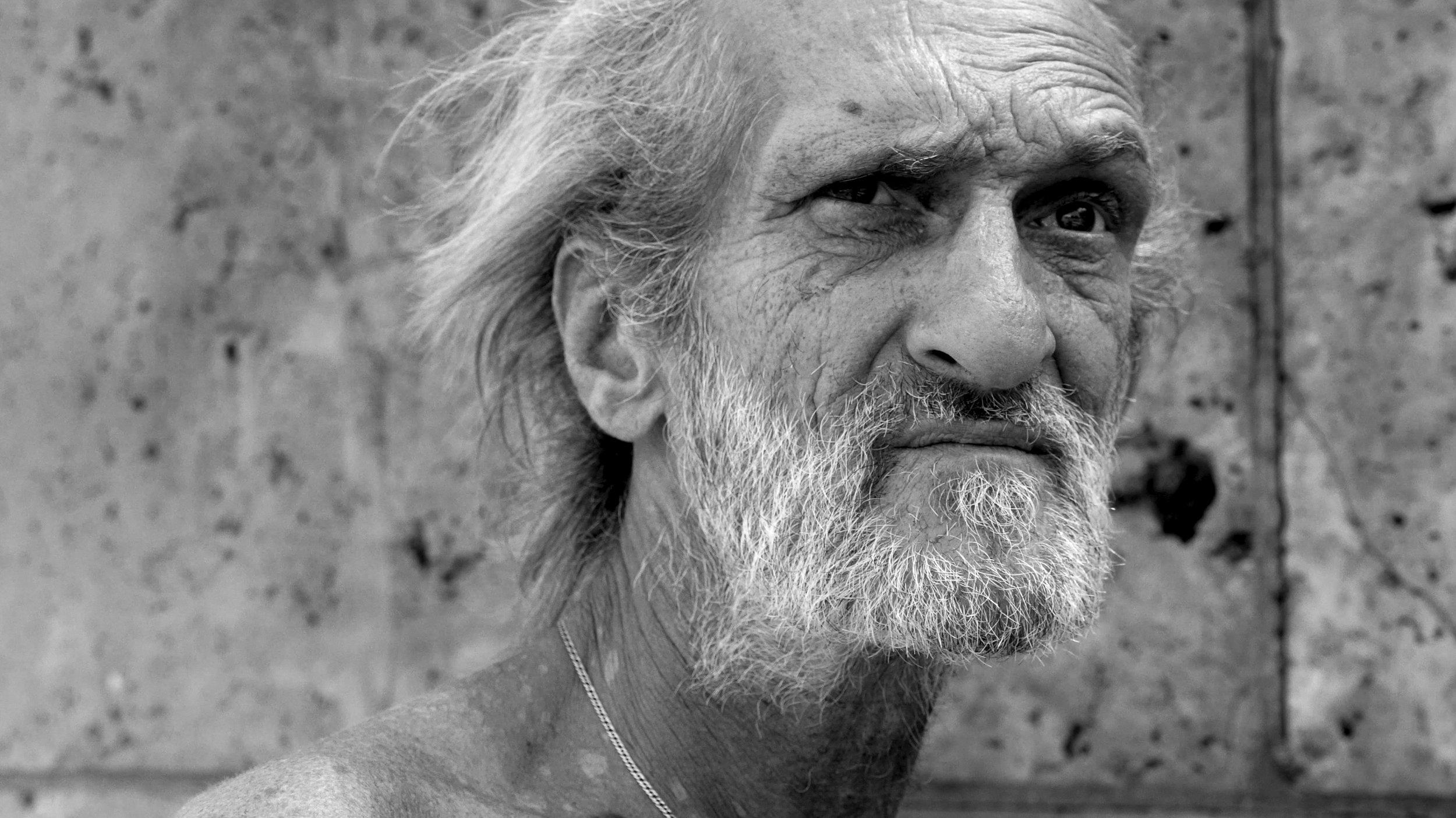 پیر شدن و بالا رفتن سن باعث میشه بیشتر به تجربیاتمون تکیه کنیم، تجربیاتی که ممکنه غلط باشن