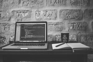 ۹ مورد برای انتخاب لپ تاپ مناسب برنامه نویسی
