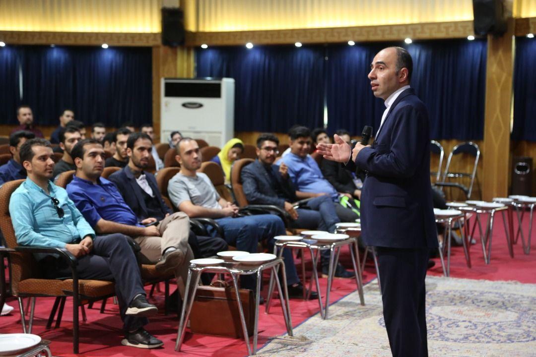 در محضر استاد مهدی صادقلو ، سخنران و مدرس فن بیان سخنرانی و سخنوری