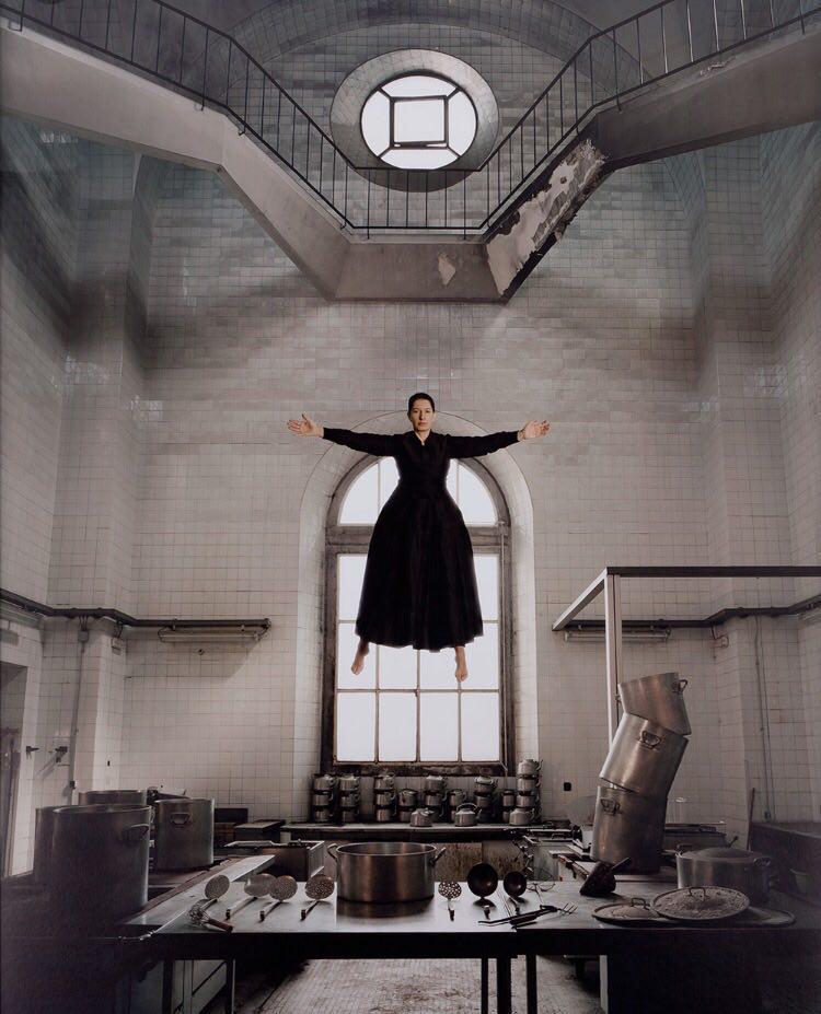 تعالی یک زن در آشپزخانه