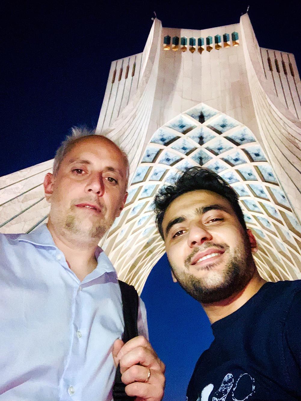 عباس ملک حسینی و پروفسور اوانگلاس کیراکیدیس در برج آزادی