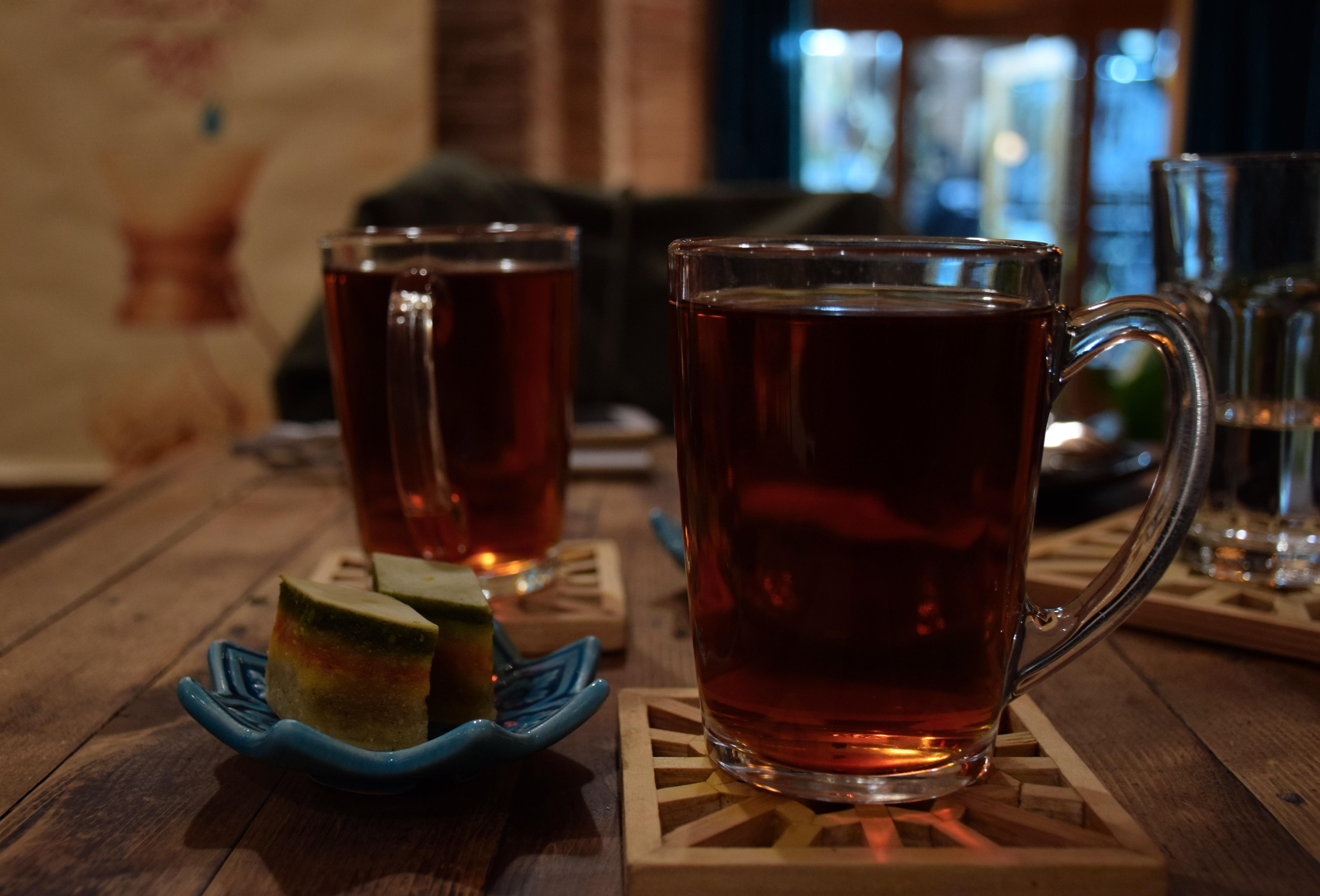 چای و باقلوا کافه نگار