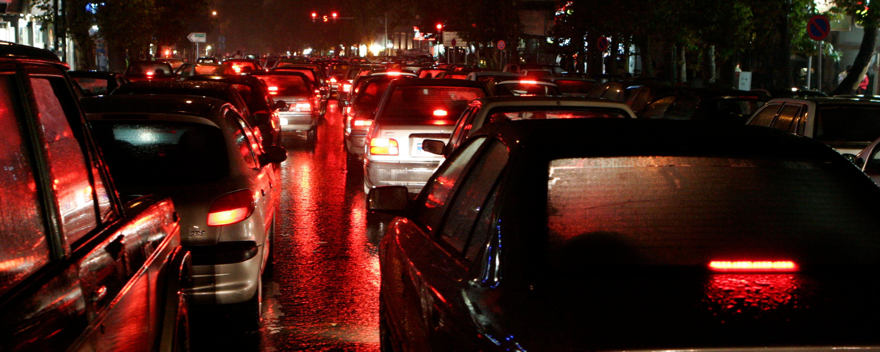 هجوم اوهام در یک نیمه شب بارانی