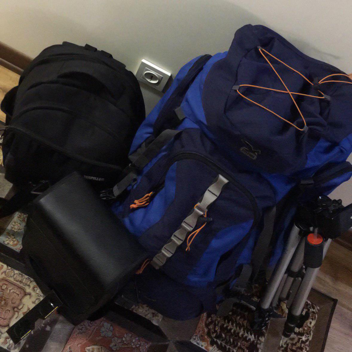 یک کوله بزرگ، یک کوله کوچک و کیف دوربین دوچشمی همه وسایل من برای این سفر بود.