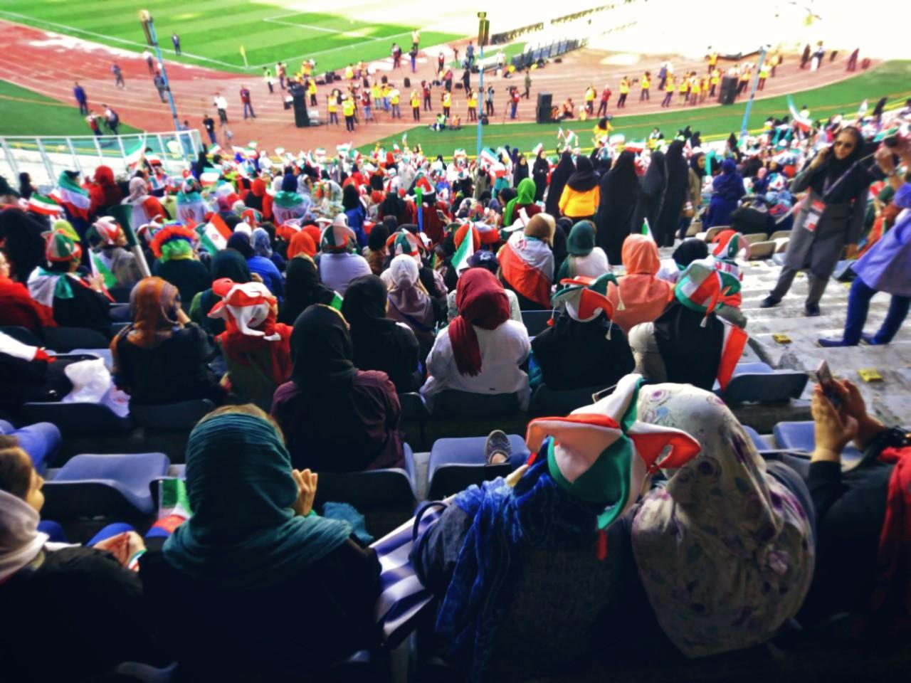 تماشاچیان زن ایرانی در بازی ایران-کامبوج