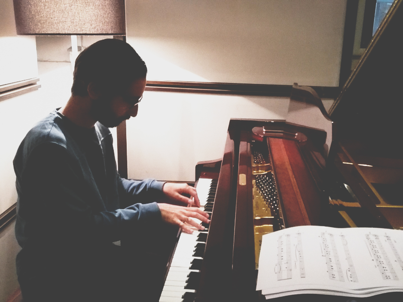 تجربه ساختن موسیقی اختصاصی برای رادیو پیوست؛ رقص قلم