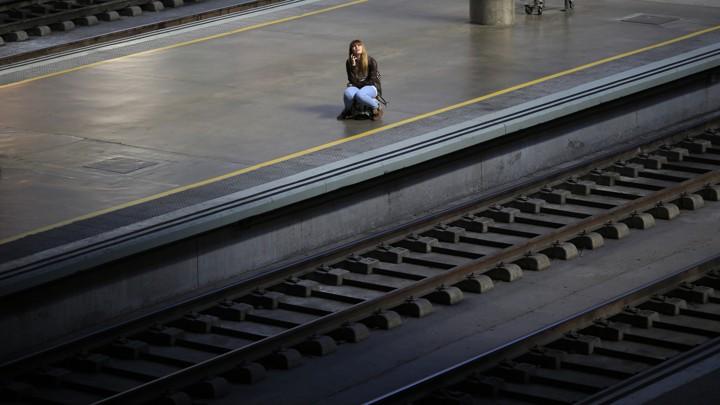 چگونه تنهایی ما را تنهاتر میکند