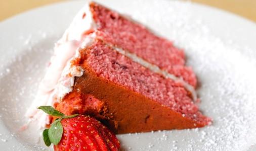 یه کیک توت فرنگی خوشمزه!!!