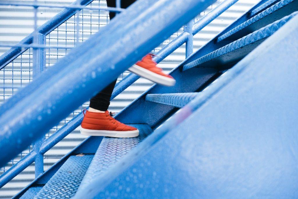 قناعت، بهانهای است برای فرار از مسیر سخت پیشرفت