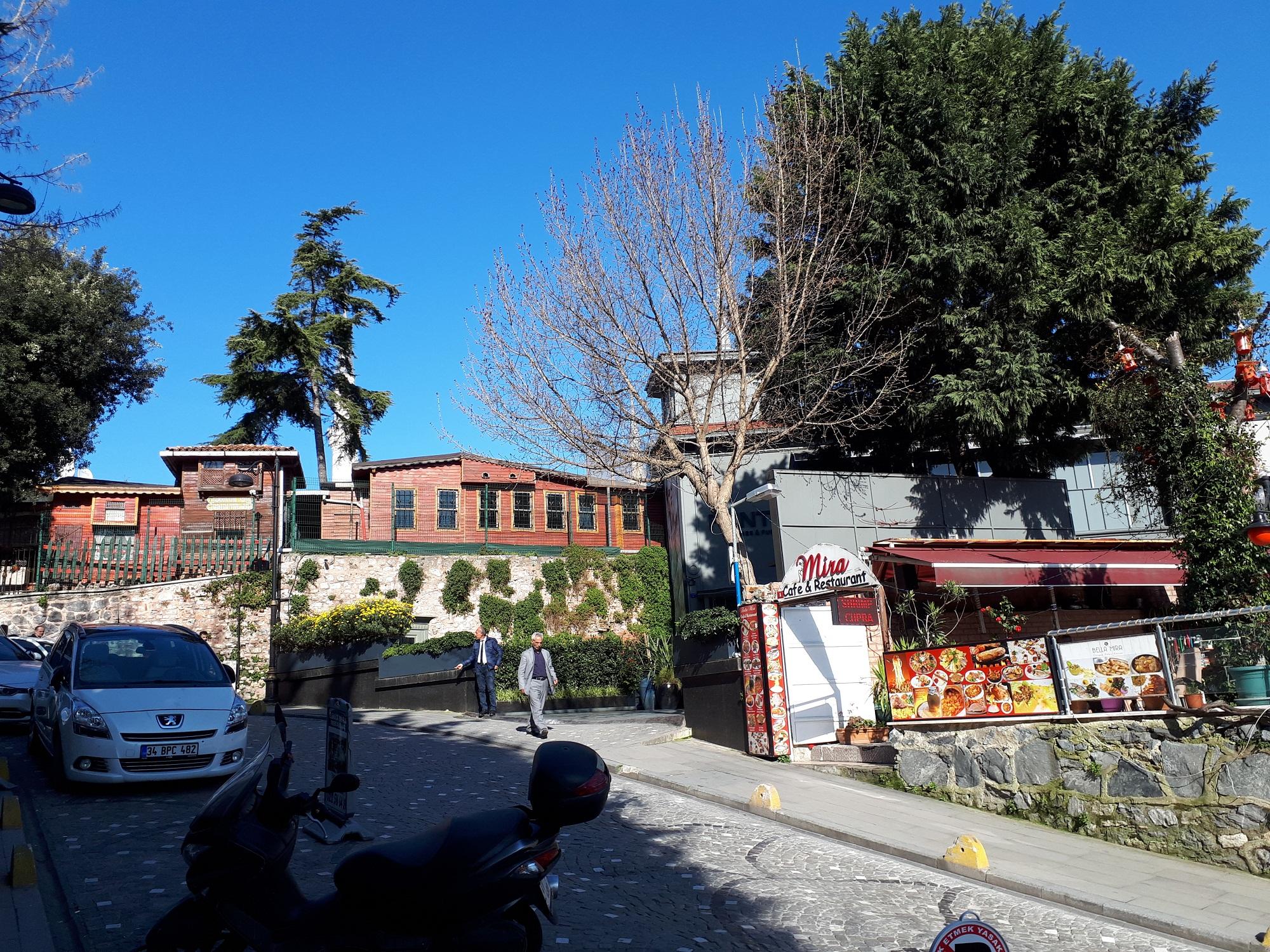 پسکوچههای استانبول ـ ترکیه. عکس از حمیدرضا مختاری: جمعه هشتم مارس 2019.