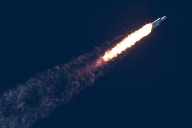 چرا پرتاب موشک فالکون هوی، دنیای ما را متحول میکند؟
