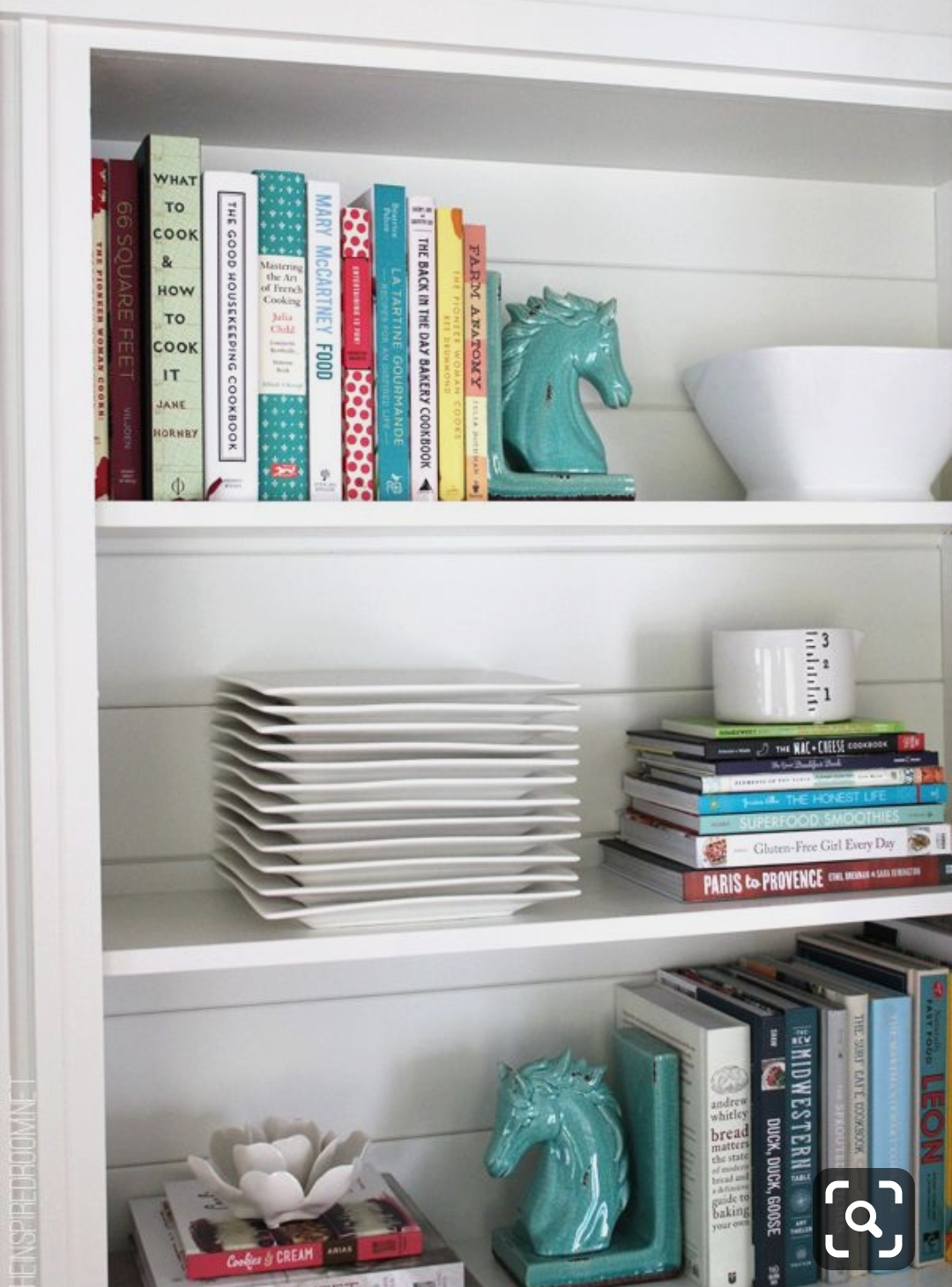 کتاب ها میتوانند به جای ظرفها بنشینند.