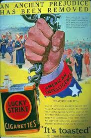 کشیدن سیگار توسط زنان به صورت آزاد و در ملا عام، گامی برای پیروزی فمینیسم است
