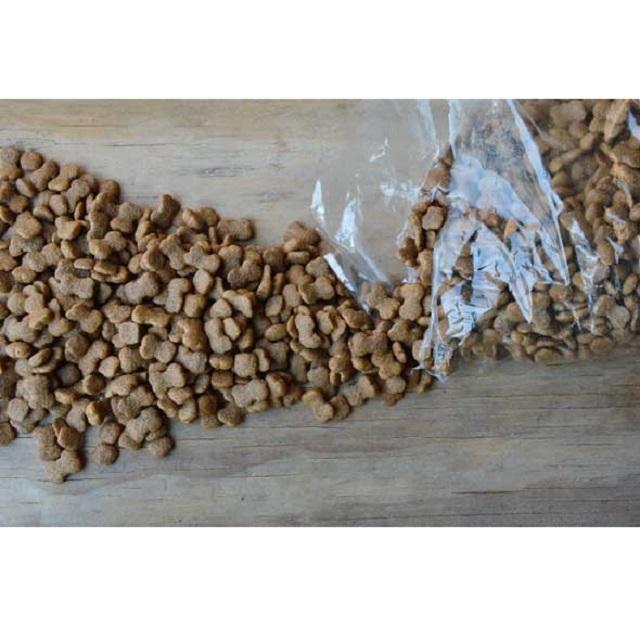 خطر غذاهای فله برای سگ و گربه