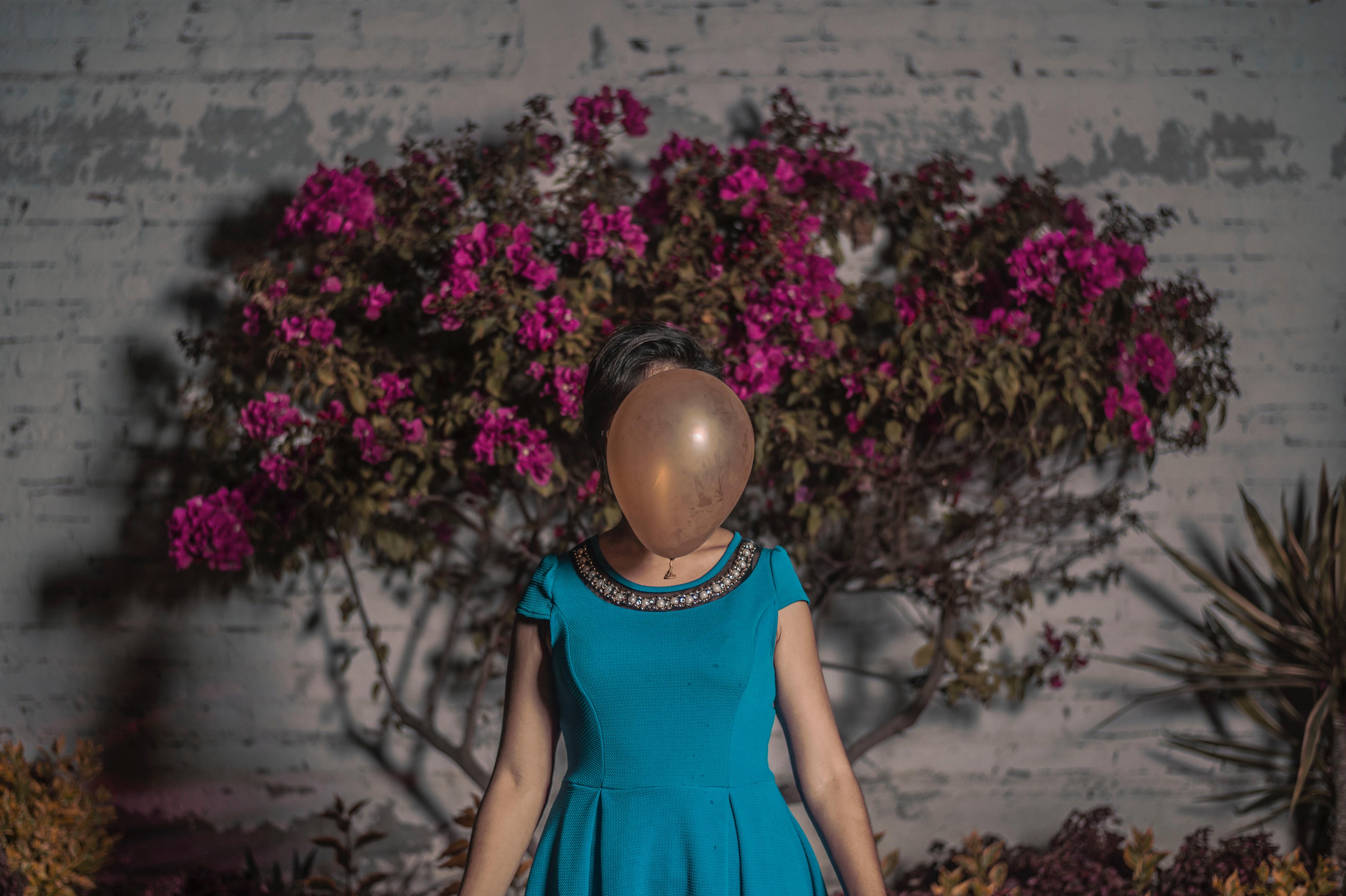 در نکوهش برخی رفتارهای اجتماعی - روز چهارم:هویت واقعی ، هویت مجازی