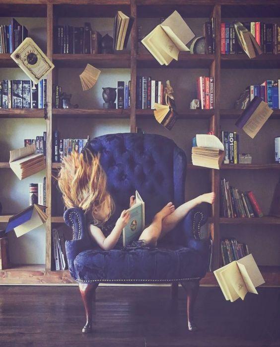 چرا با داشتن تَلی از کتاب های نخوانده، باز هم کتاب میخرم؟