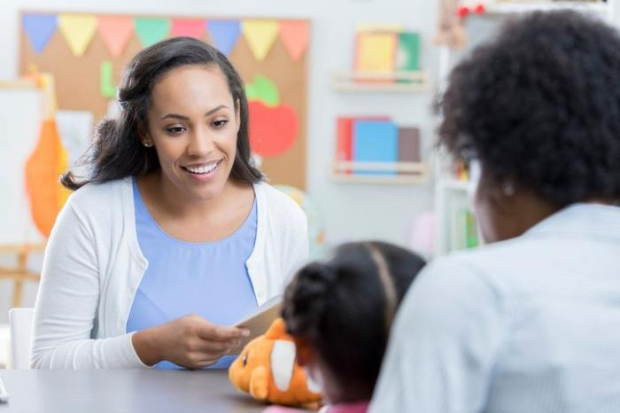 تا چه اندازه والدین باید همراه دانش آموزان باشند؟