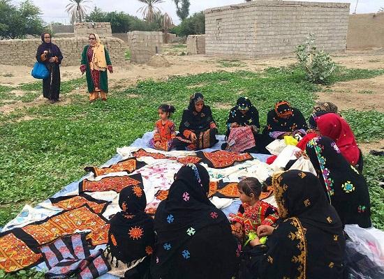 عکس از اینترنت گرفته شده ولی زنان برای کار اینجوری دورهم جمع میشوند