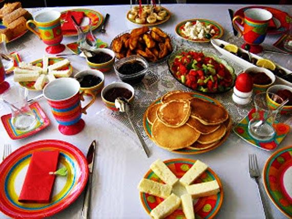 چیدمان میز صبحانه