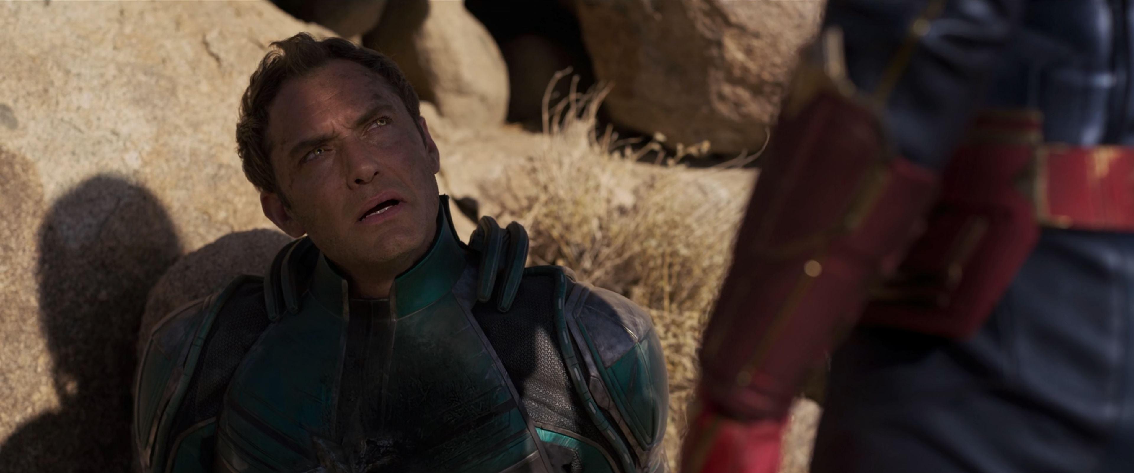غایت فیلم در انتهای آن، شخصیت منفی فیلم در نمای High Angle و با نورپردازی دقیق که تمام او را سایه کاپیتان مارول فراگرفته، تحت سیطره به نمایش گذاشته میشود.