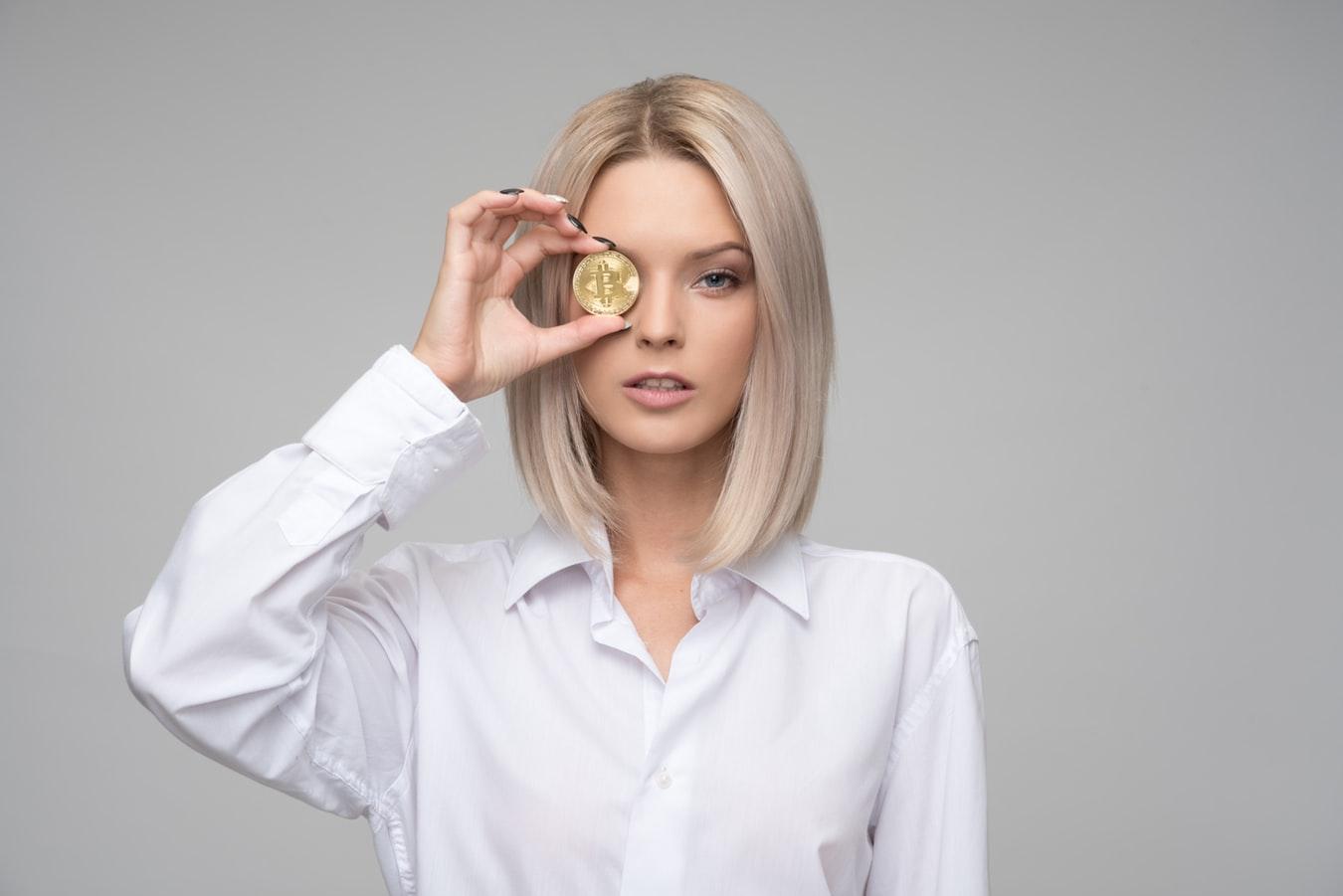 """""""ارز رمزِ جهانی"""": چرا آمریکا خودش دلار را پایین می کشد؟ و هشت راهکار ایرانی!"""