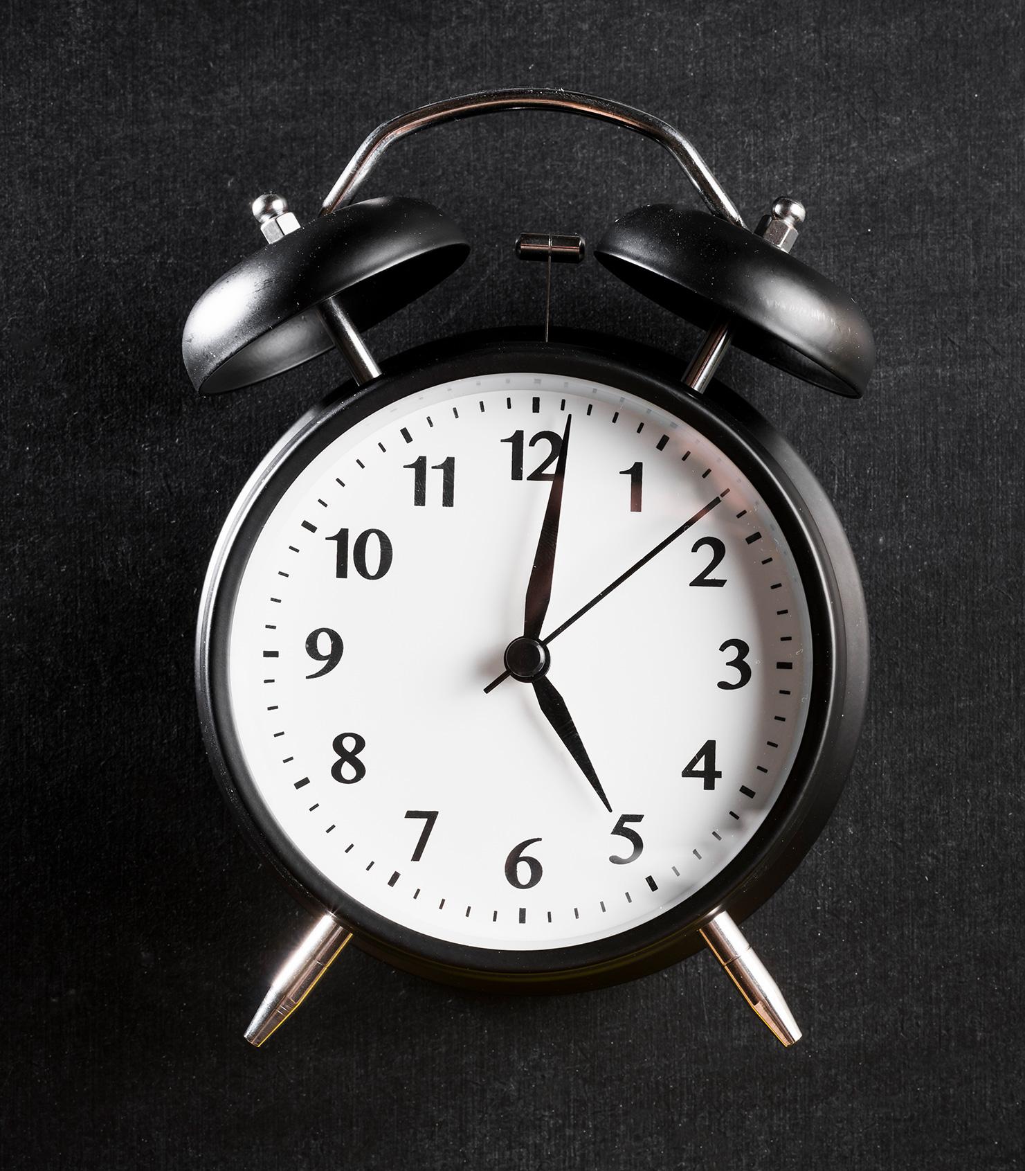 ساعت 5 و یک دقیقه صبح بیدار بشم؟؟؟!!!