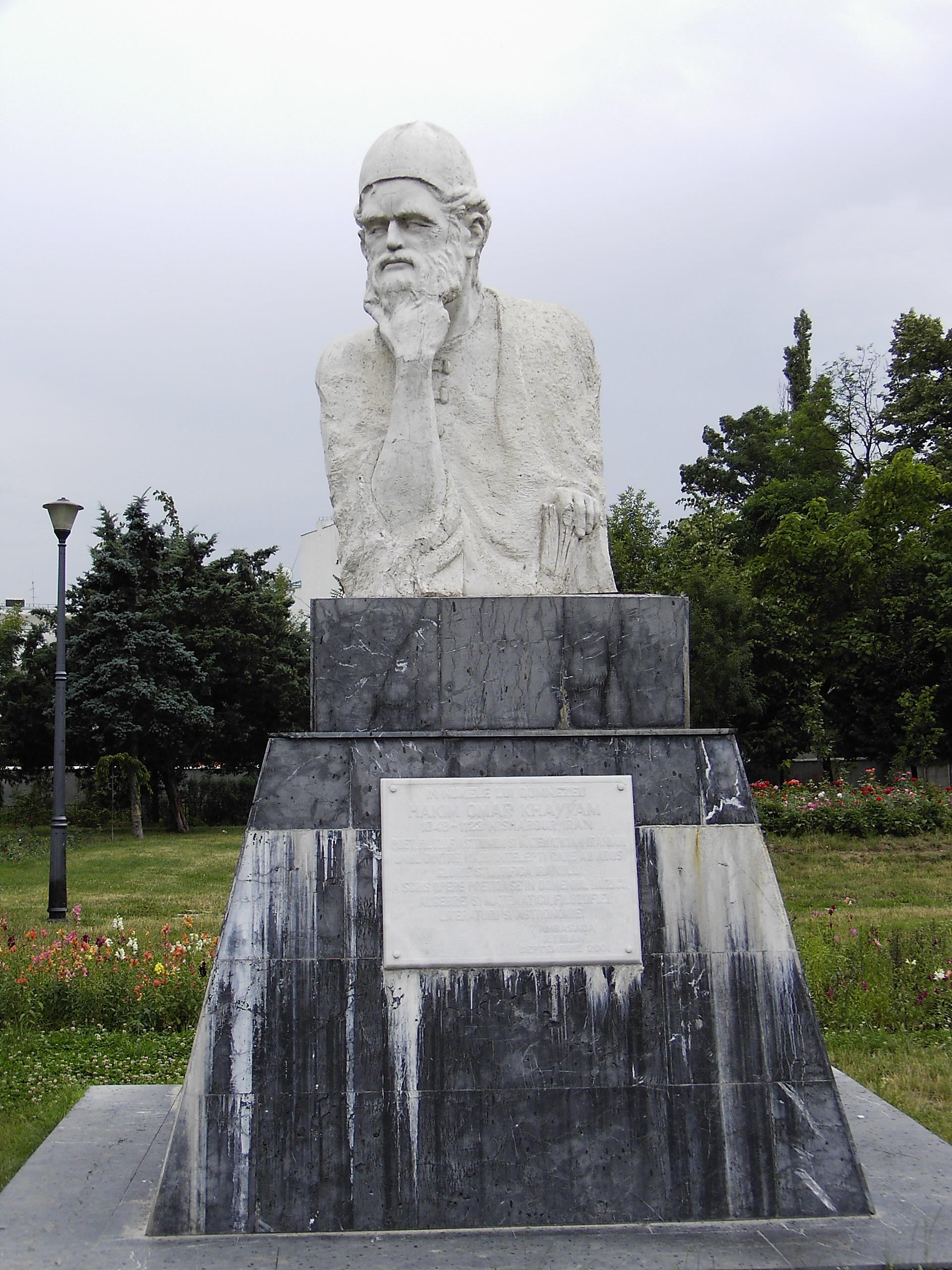 خیام شاید معروفترین ایرانی تمام دوران باشد - مجسمه خیام در رومانی