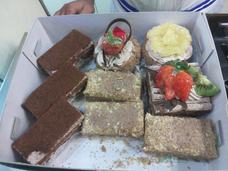 مجموعه شیرینی یک به انتخاب خودم