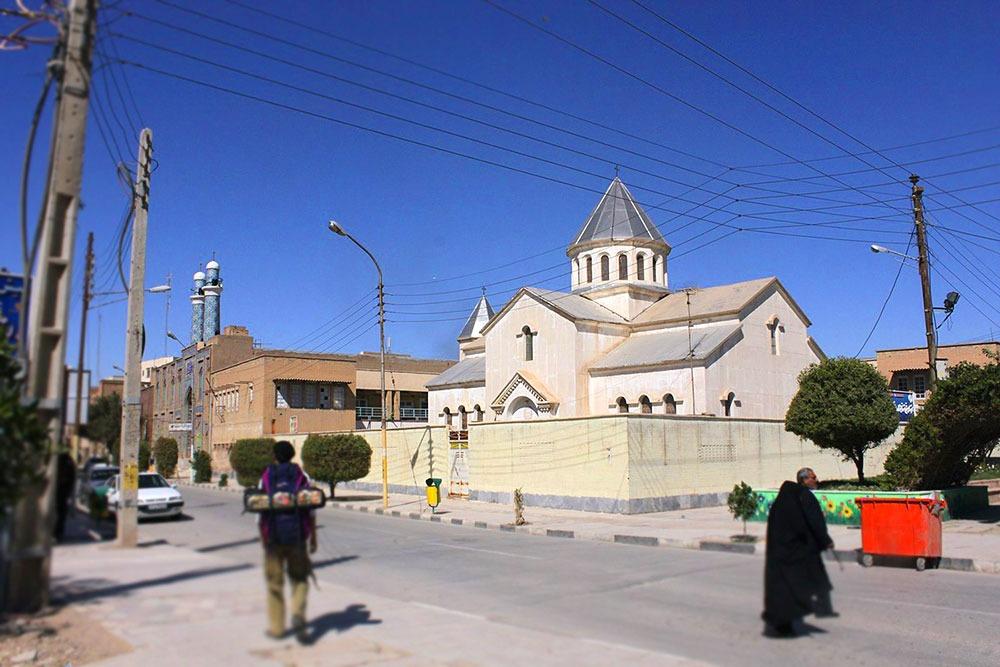 کلیسای ارامنه و مسجد امام کاظم (ع) در شهر آبادان