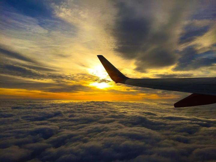 غرق در آسمان و زیر آوار ابرها