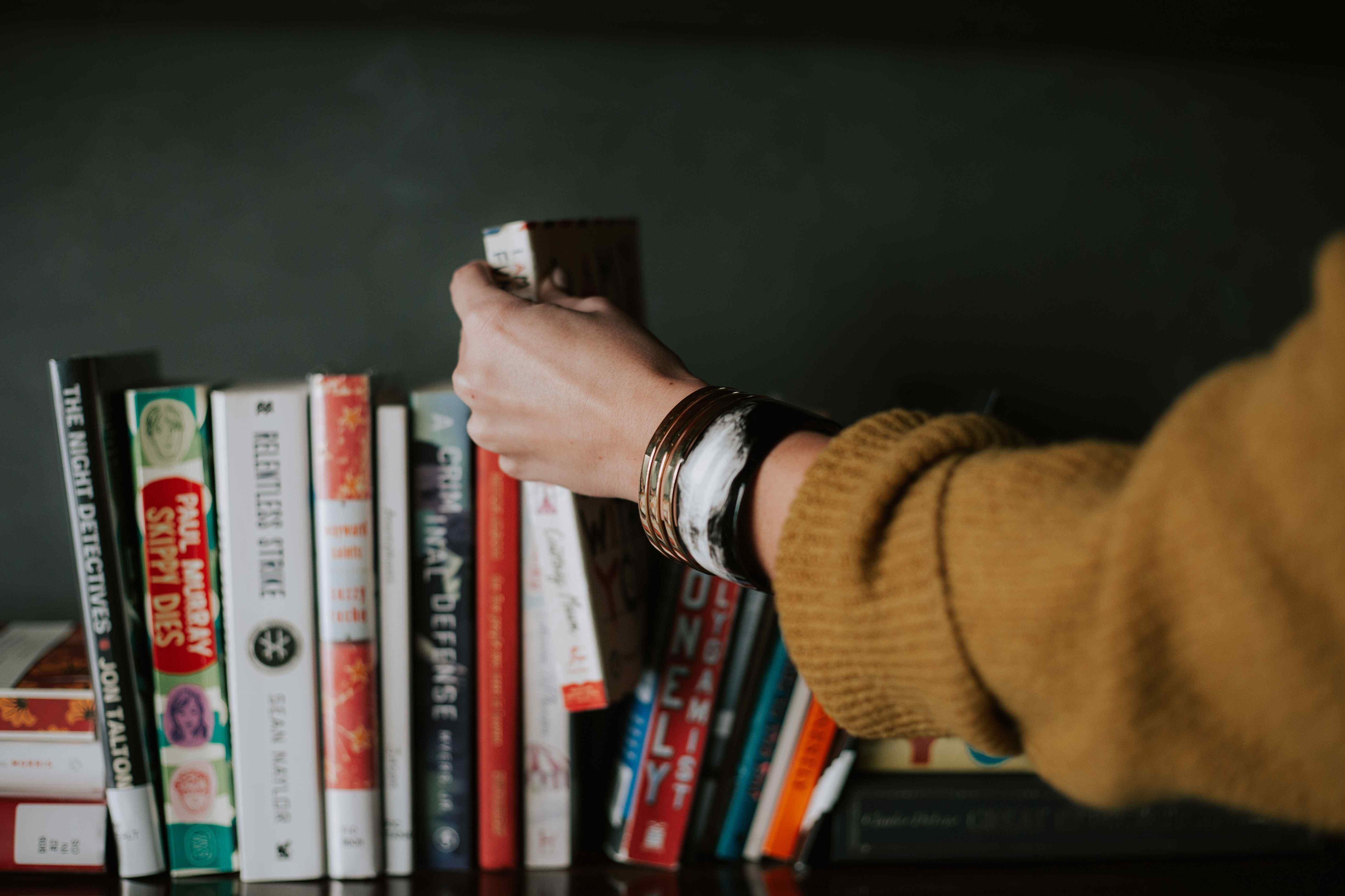 در بمباران اطلاعات بیفایده به خلاصه کتاب ها پناه ببریم