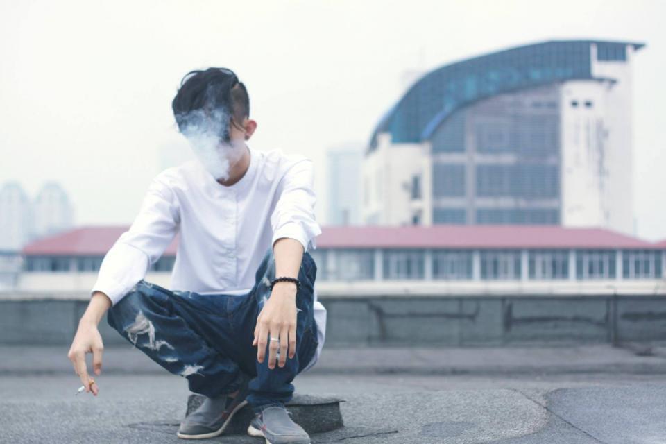 هرچند من سیگاری نیستم