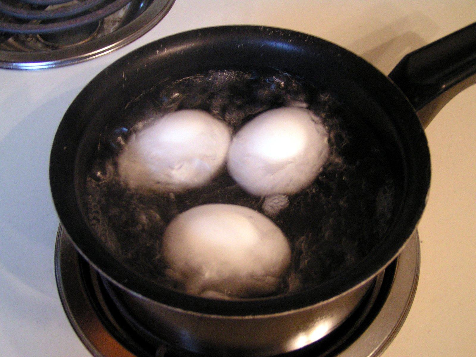 تخم مرغ های آب پز...