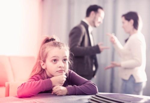 اشتباهات تربیتی والدین، سکوی پرتابی برای خرابی جامعه (همراه لینک ویدیو)